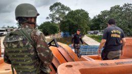 Soldados do Exército apreenderam droga e levaram para a Polícia Federal em Tabatinga (Foto: 8º BIS/Divulgação)