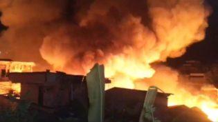 Manaus tem 18 postos de coleta de donativos para desabrigados de incêndio