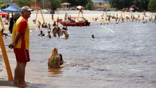 Praia da Ponta Negra será fechada para banho no domingo e reaberta na terça