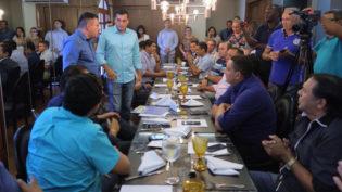 Governador eleito e Presidente da AAM se  reúnem com prefeitos de 55 municípios