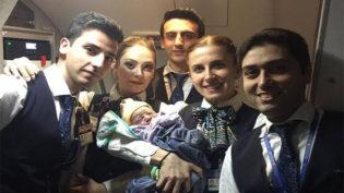 Bebê nasce uma hora antes do pouso em voo para a Turquia