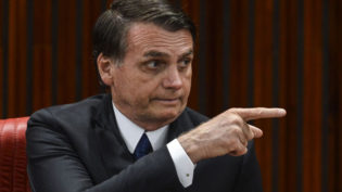 Bolsonaro diz que licença ambiental atrapalha e que vai acabar com o 'capricho'