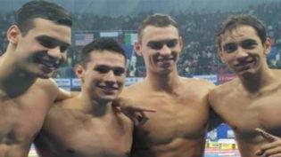 Brasil surpreende no 4 x 200 metros livre e conquista o ouro com recorde mundial