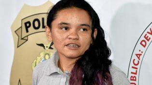 Suspeita de roubar moto de policial em Manaus, mulher vai à delegacia e é presa