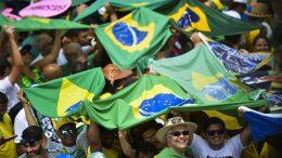 Manifestantes exibiram bandeiras do Brasil em apoio ao presidente Jair Bolsonaro (Foto: Marcelo Camargo/ABr)