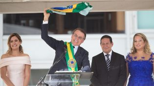 Deputado diz que Bolsonaro incluirá anistia em decreto para posse de armas