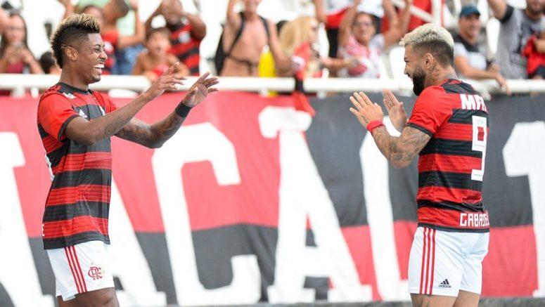 Bruno Henrique comemora gol com Gabriel: Flamengo lidera Grupo C da Taça Guanabara (Foto: Alexandre Vidal/Flamengo.com.br)