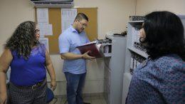 Carlos Almeida Filho considerou precário setor de decide sobre prioridades de procedimentos médicos (Foto: Vitor Souza/Susam)