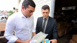 Governador Wilson Lima vistoriou a Central de Medicamentos e constatou falta de remédios (Foto: Diego Péres/Secom)