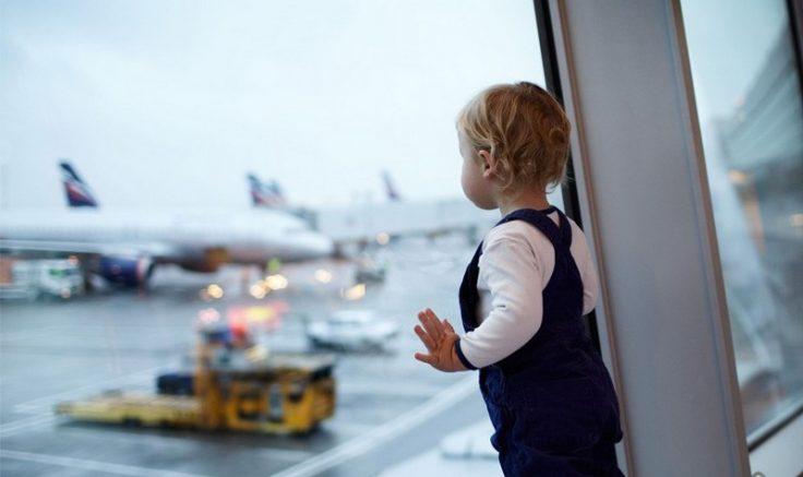 Pais devem providenciar autorização judicial para viagem dos filhos menores de idade (Foto: paraviagem/Divulgação)