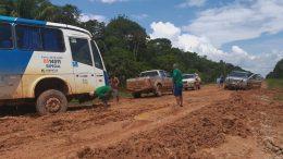 Atoleiros dificultam tráfego de veículos em trechos da BR-319 e Arsam autorizou suspensão de serviço (Foto: Divulgação)