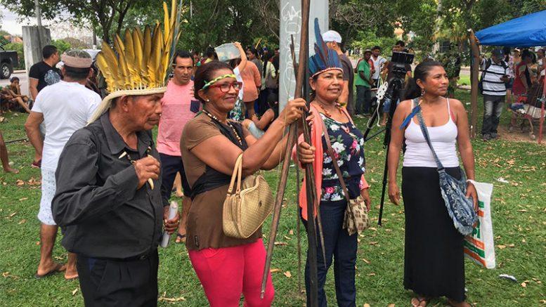 Índios protestam contra mudança na atribuição de demarcação de terras (Foto: Patrick Motta/ATUAL)