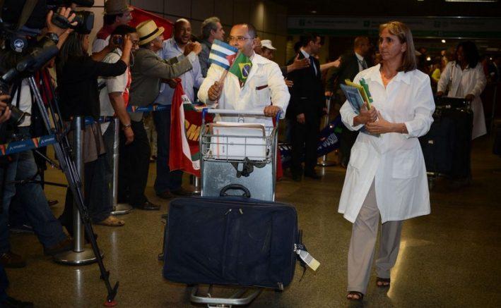 Médicos cubanos que desejarem permanecer no Brasil serão regularizados pelo governo Bolsonaro (Foto: José Cruz/ABr)