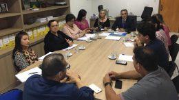 Representantes da Seduc, Seas, Acnur e Semasc discutem a criação de novo abrigo para venezuelanos refugiados (Foto: Divulgação)