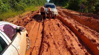 Atualmente na lama, 'estrada BR-319 precisa sair do papel', diz Wilson Lima
