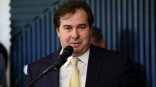 Rodrigo Maia tenta acordo com PT e PSB para neutralizar oposição