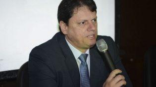Governo estuda privatizar ou extinguir 100 estatais, diz ministro