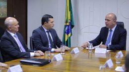 Governador Wilson Lima com Carlos Alexandre Costa conversa sobre a ZFM (Foto: Diego Péres/Secom)
