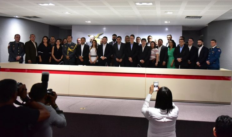 Wilson lima empossa secretários para o primeiro ano de governo (Foto: Bruno Zanardo/Secom)