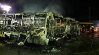 Nove micro-ônibus são incendiados na zona norte de Manaus