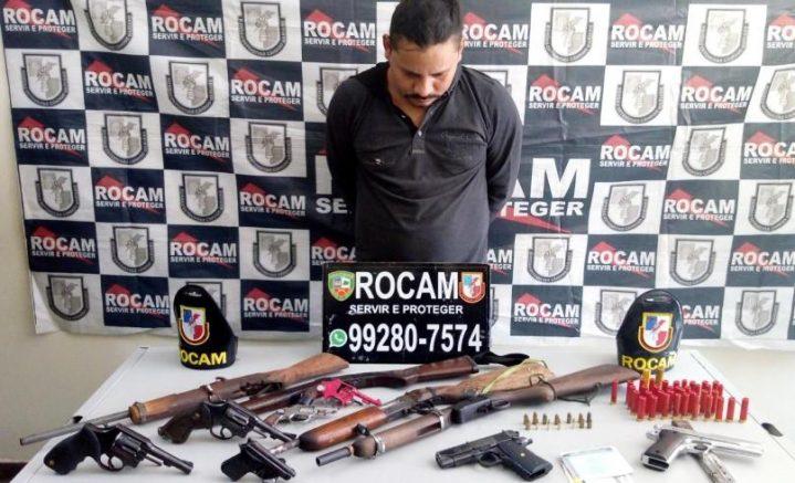 preso com 11 armas de foto em Manaus