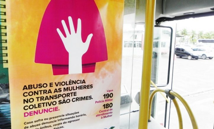 Cartaz alerta sobre crimes e informa número de telefones para denúncias (Foto: Sinetram/Divulgação)