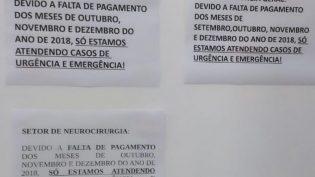 Em cartazes, médicos alegam falta de pagamento para restringir atendimento nos hospitais