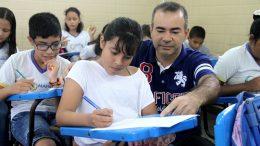 Prêmio é para professores que atingiram metas do Ideb (Foto: Lton Santos/Semcom)