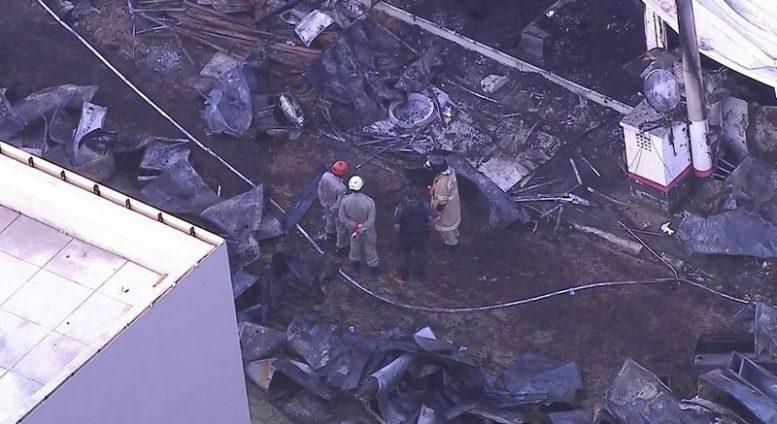 Fogo destruiu completamente alojamento para adolescentes (Foto: Globo News/Reprodução)