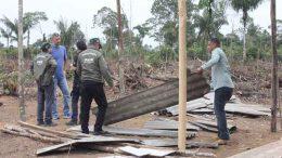 Ipaam voltou a desarticular invasão próxima à reserva ambiental (Foto: José Narbaes/Ipaam)