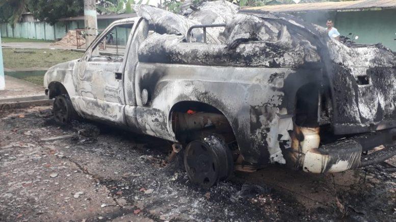 Carro funerário ficou completamente destruído (Foto: PMAM/Divulgação)
