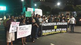 Em manifestação, médicos voltaram a cobra pagamentos atrasados de contratos (Foto: Patrick Motta)