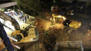 Após queda de escada de passarela, vias exclusivas são liberadas em Manaus