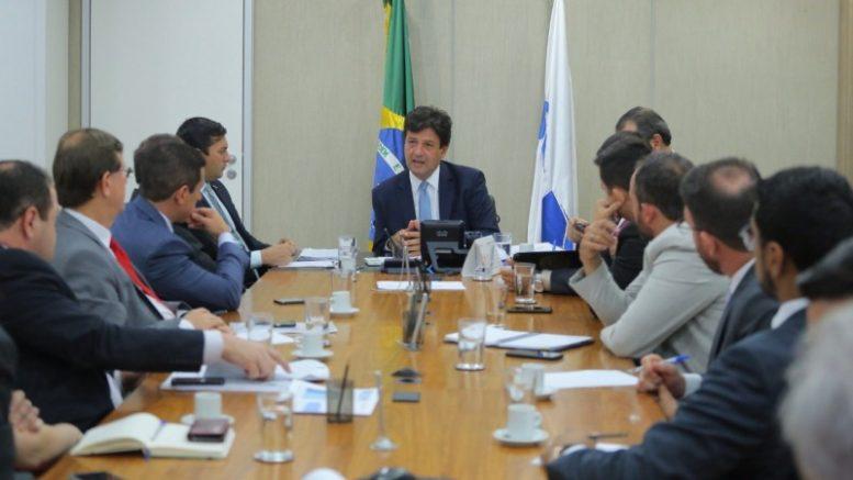 Governador Wilson Lima e parlamentares com o ministro da Saúde
