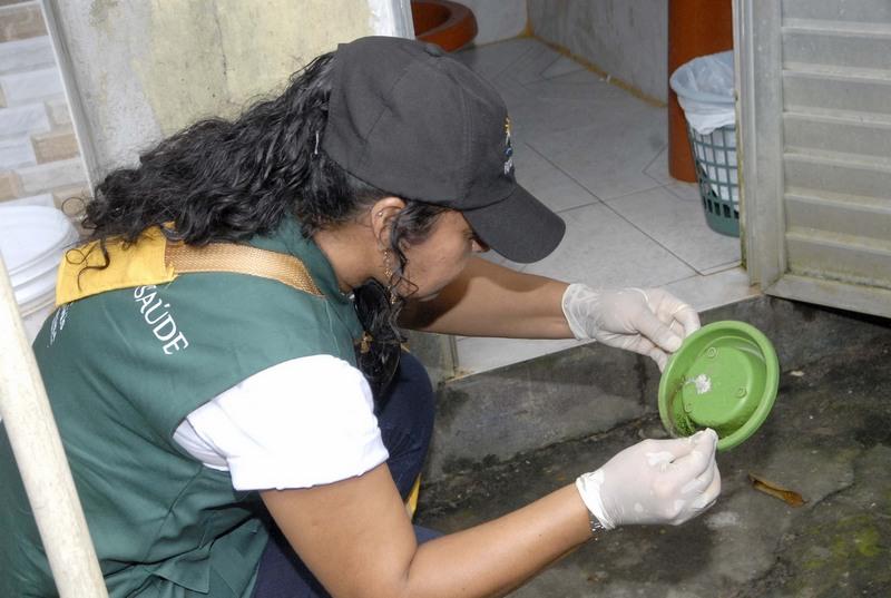 Agentes de endemias intensificaram vistorias nas casas (Foto: José Nildo/Semsa)
