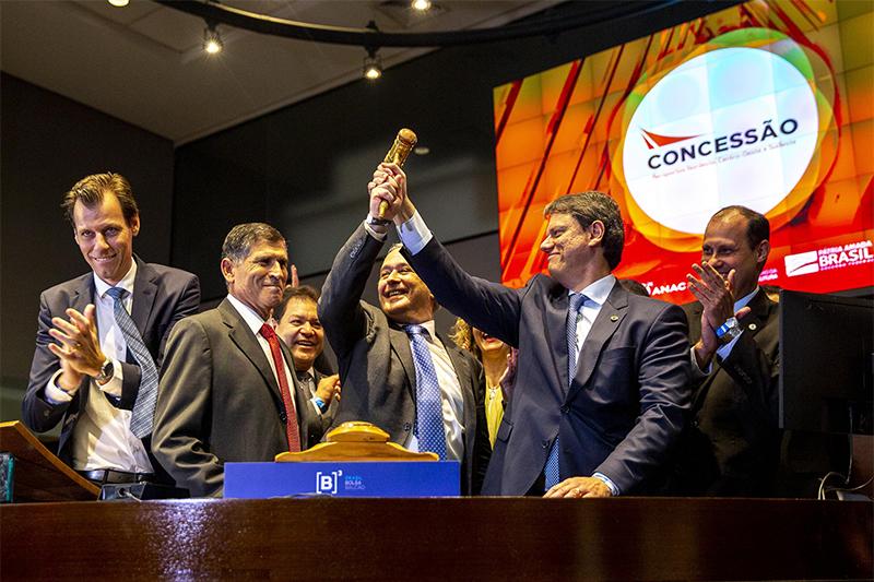 Carlos Alberto dos Santos Cruz, da Secretaria de Governo, participou do leilão (Foto: Suamy Beydoun/Agif/Folhapress)