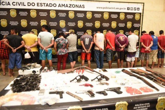 Armas de foto apreendidas pela PM no Amazonas