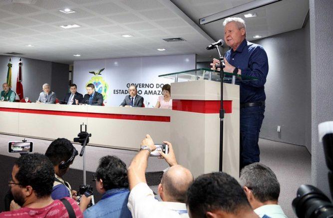 Prefeito Arthur Neto disse que intenção é dar resposta rápida (Foto: Mário Melo/Semcom)