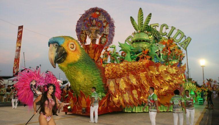 Aparecida levou a cultura paraense para a avenida do samba (Foto: Leonardo Leão/ Manauscult)