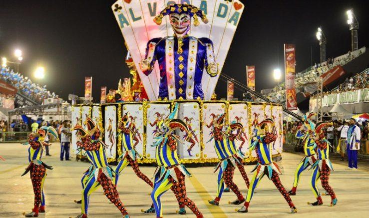Unidos do Alvorada apresentou enredo sobre o baralho (Foto: Michael Dantas/SEC)