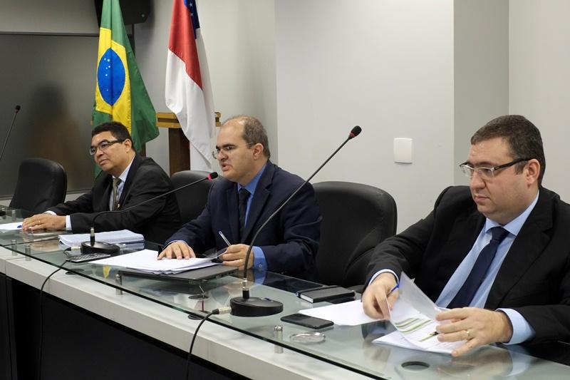 Secretário da Sefaz, Alex Del Giglio, o deputado Ricardo Nicolau e o controlador geral do Estado, Alessandro Moreira