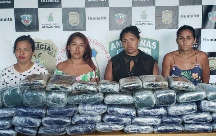 Mulheres foram presas com 54 quilos de maconha (Foto: PM-AM/Divulgação)