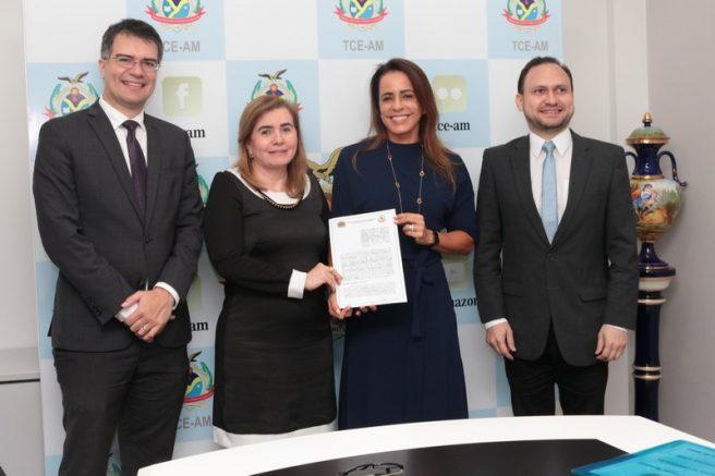 Yara Lins e Elisabeth Valeiko firmaram acordo (Foto: TCE/Divulgação)