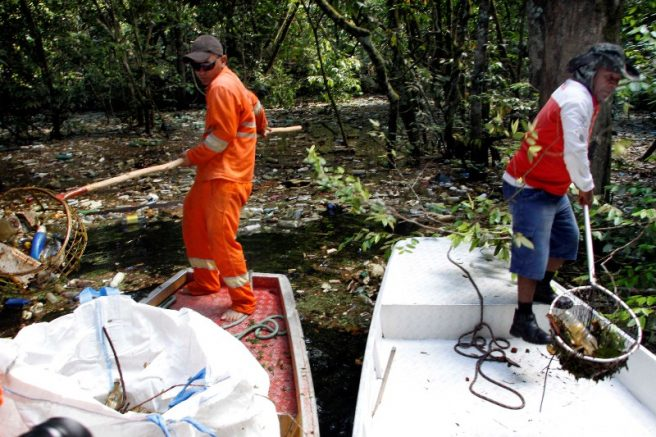 Em 2017, Prefeitura e voluntários fizeram limpeza do Igarapé do Gigante