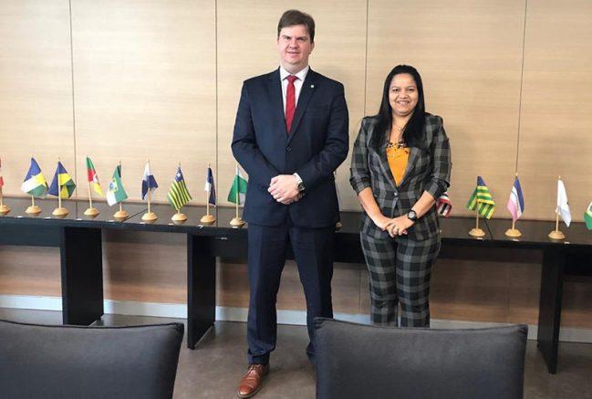 O ministro Gustavo Canuto e a superintendente da Suhab, Keilla Cristina Cunha