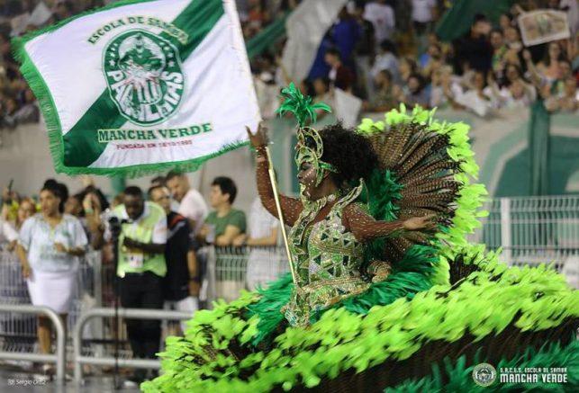 Porta-bandeira da Mancha Verde