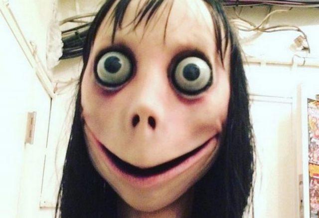 Boneca Momo gera pânico com dicas de suicídio na Internet (Foto: divulgação)