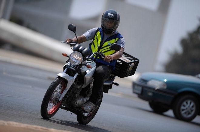 Projeto pretende reduzir custos de equipamentos de segurança para motociclistas (Foto: Pedro França/Agência Senado)