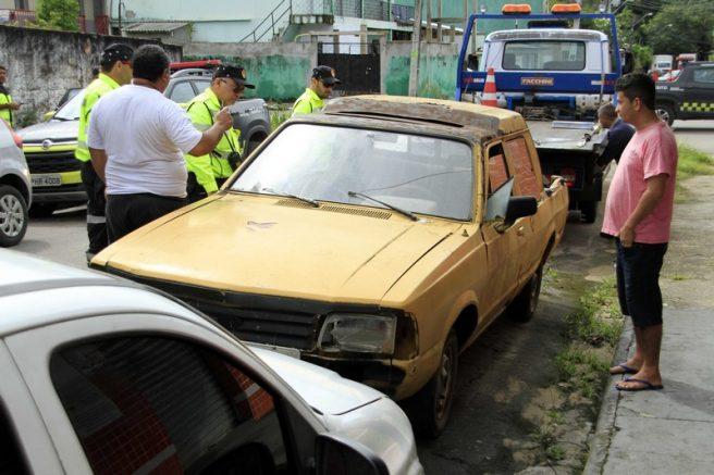 Manaustrans retirou carros para desobstruir ruas (Foto: Altemar Alcântara/Semcom)