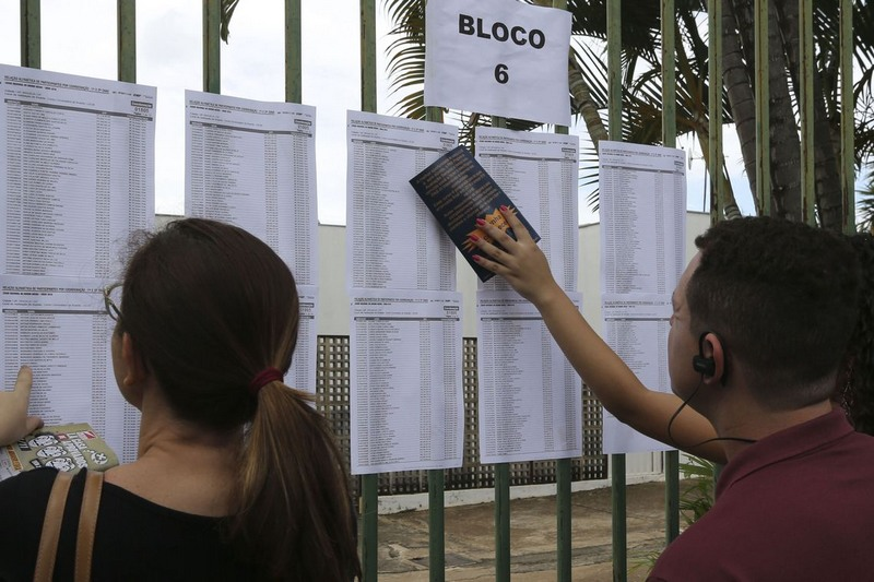 Candidatos selecionados na lista de espera precisam confirmar dados (Foto: Valter Campanato/ABr)
